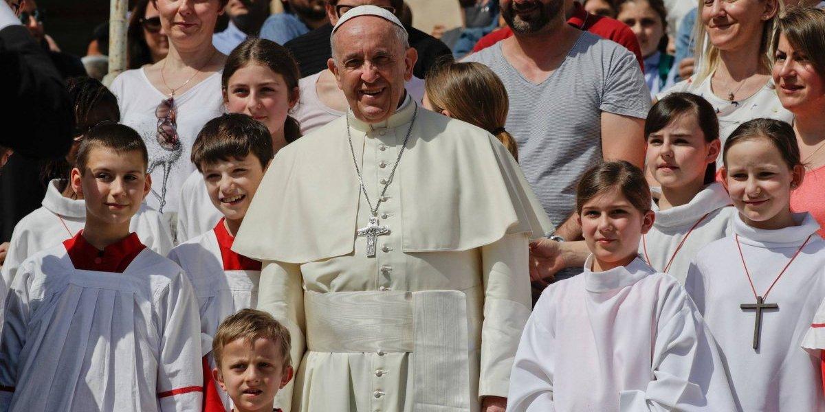 Papa se reúne con víctimas chilenas de abuso sexual