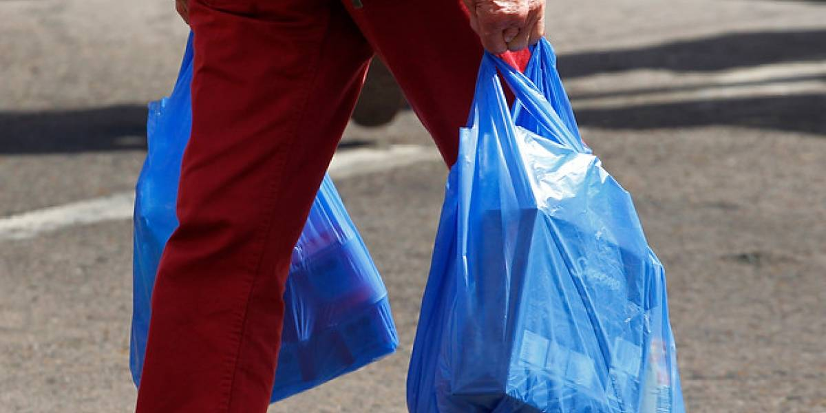 Gobierno busca prohibir el uso de bolsas plásticas en todo Chile