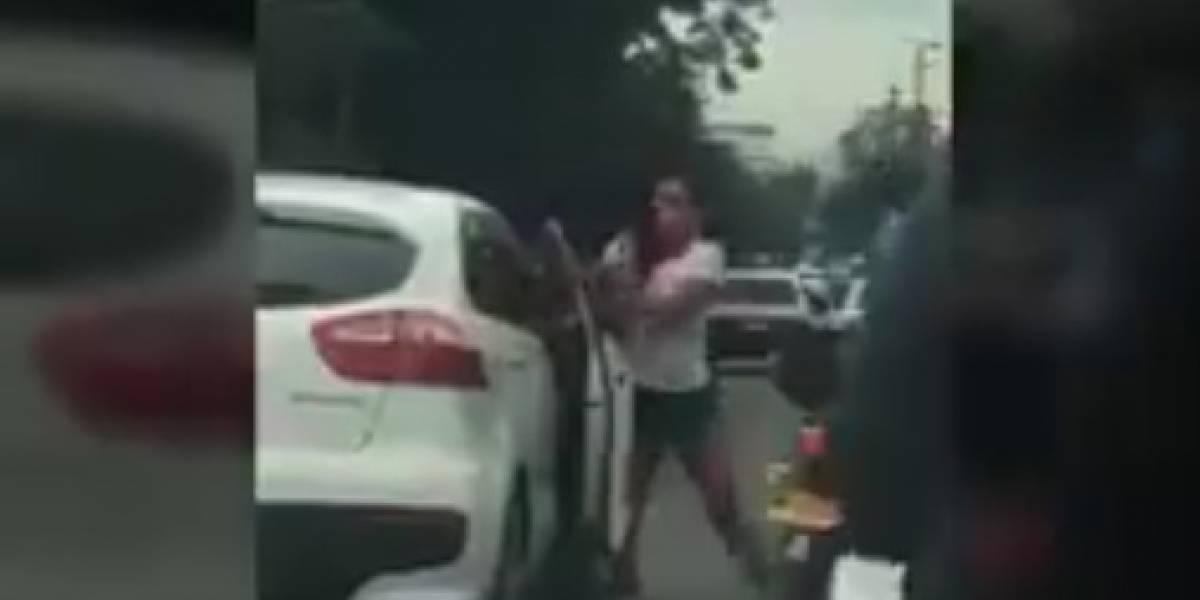 Cuatro mujeres se agarran a golpes en plena vía pública y un hombre las robó