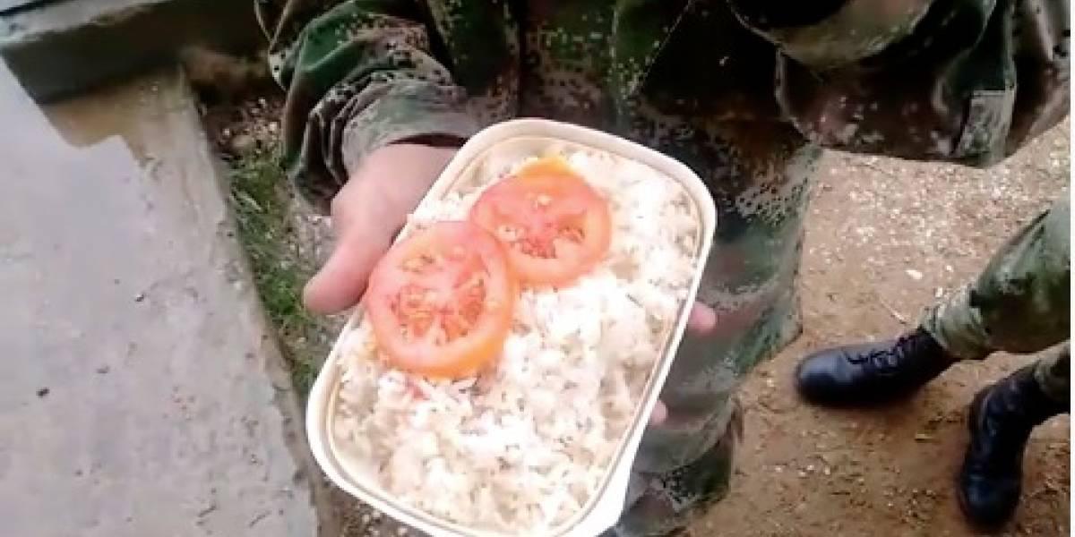 ¡Polémica! Jóvenes soldados denuncian que los alimentan con arroz y dos tajadas de tomate