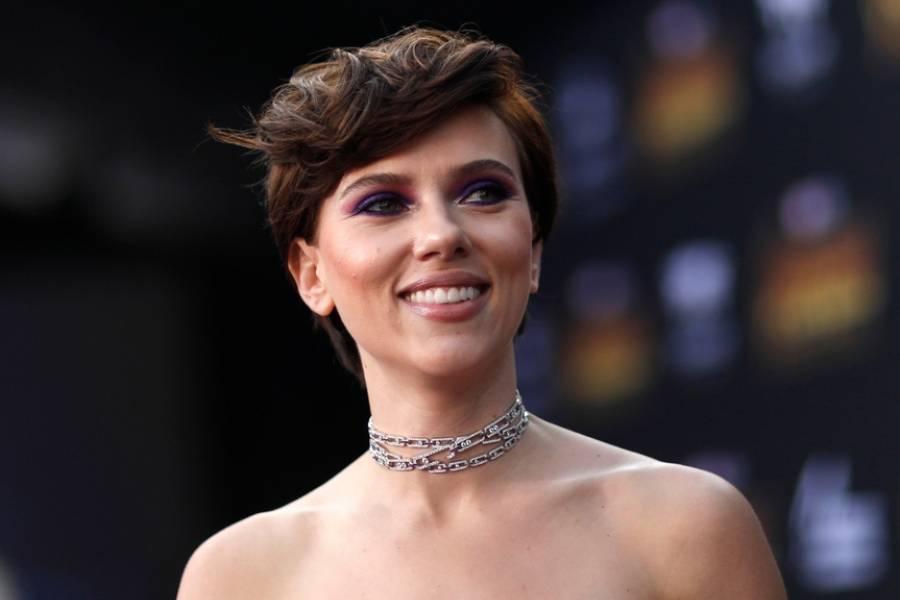 Scarlett Johansson Es Sorprendida Desnuda En Un Avión Publinews