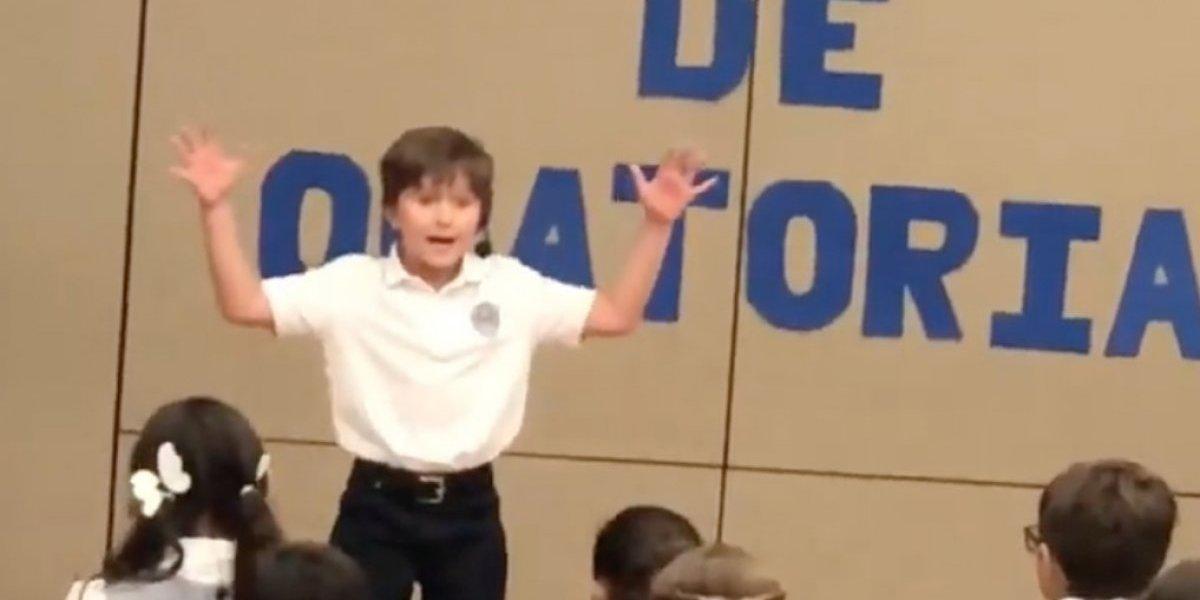 Hijo mayor de Alexandra Fuentes se roba el 'show' declamando poesía