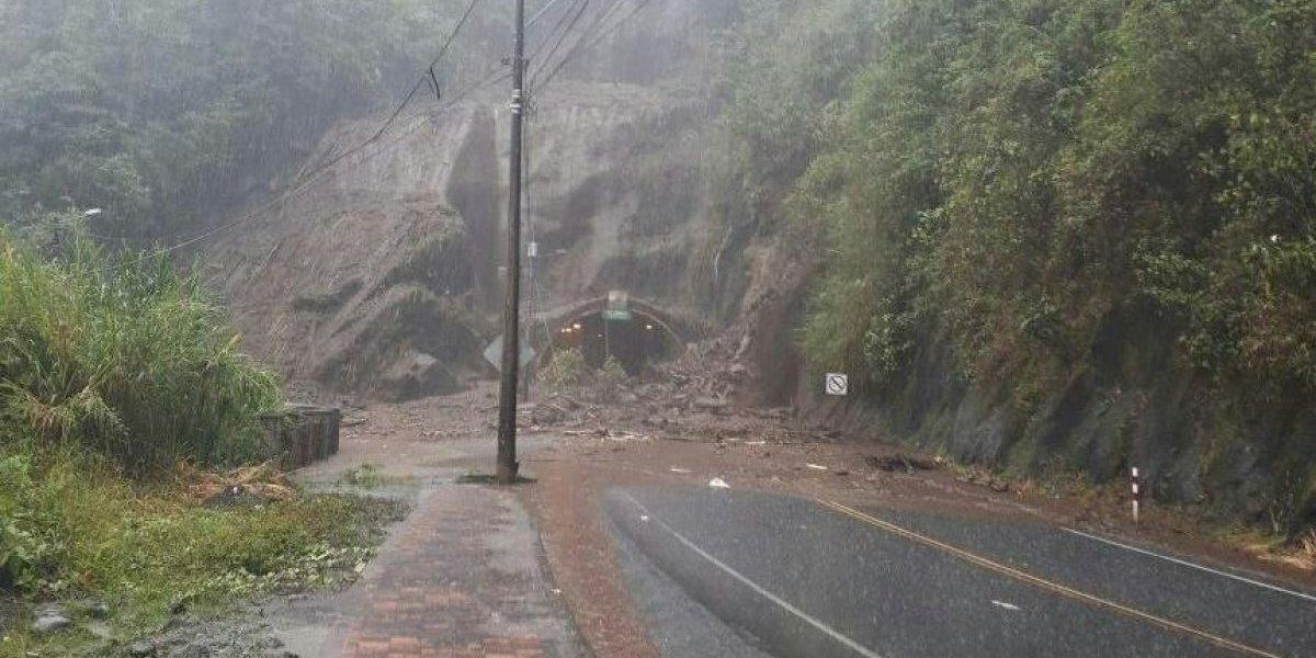 Se registró derrumbe a la altura de Río Verde, Baños