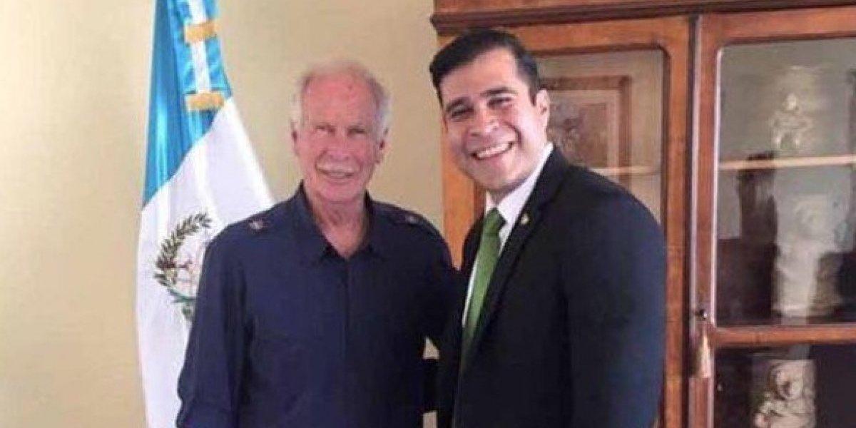 Alcalde de Mixco compara al jefe edil Álvaro Arzú con Steve Jobs