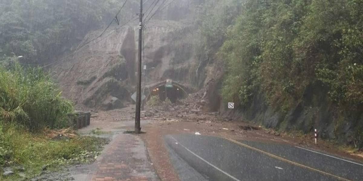 2 muertos tras deslave en vía Baños - Puyo