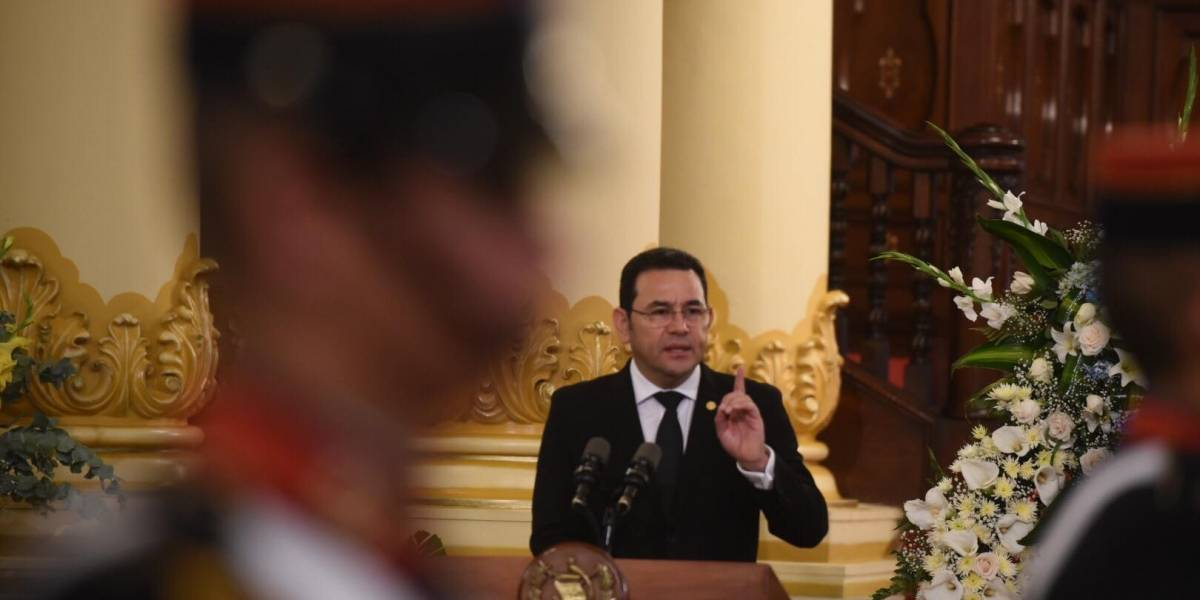 Presidente envía mensaje a comunidad internacional durante honras fúnebres de Arzú