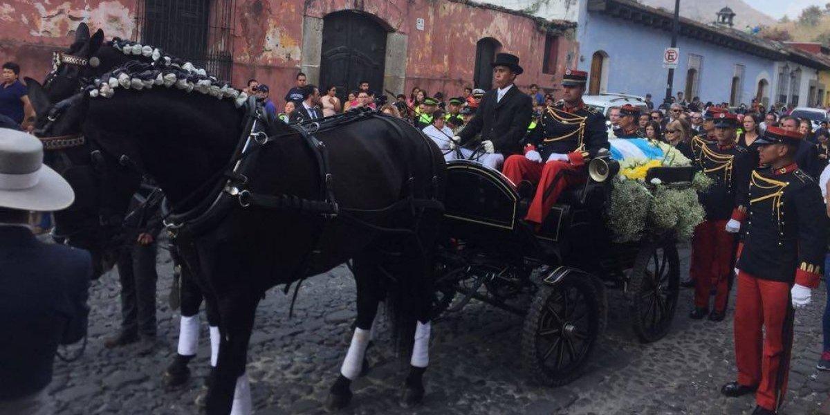 EN VIVO. Familiares y allegados despiden a Álvaro Arzú en La Antigua