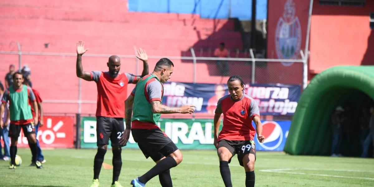 Rojos estrenan uniforme en memoria de Álvaro Arzú