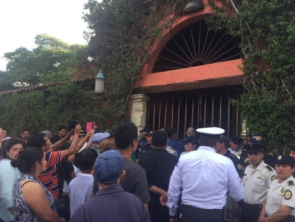 Los restos del alcalde capitalino permanecerán en el cementerio privado de la familia Arzú.