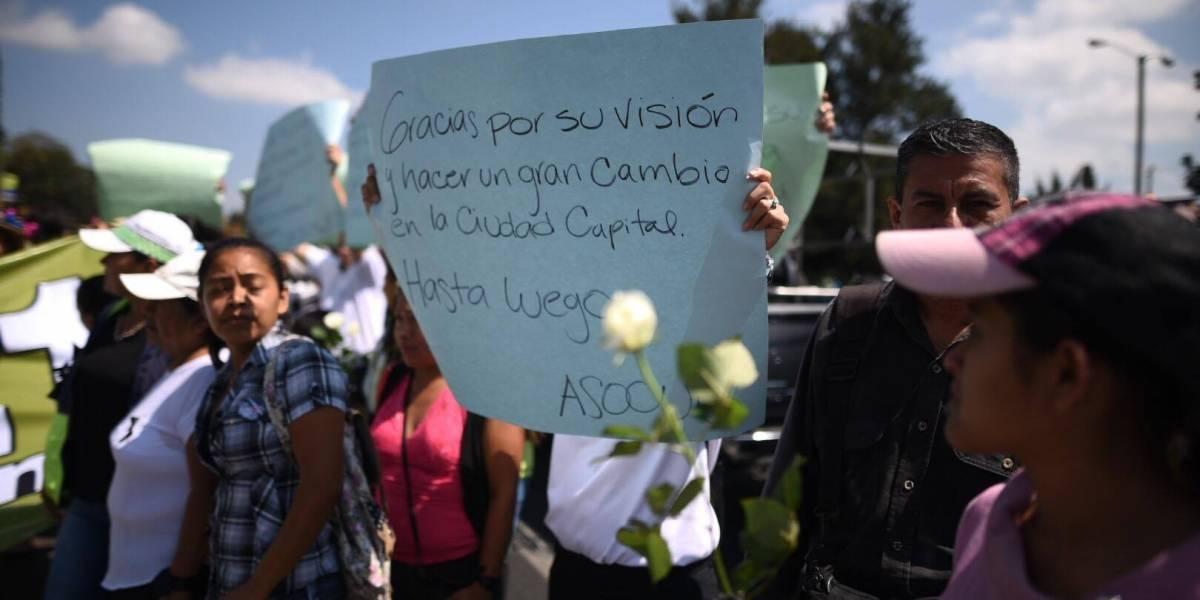 """Los carteles con los que muchos le dicen """"adiós"""" a Álvaro Arzú"""