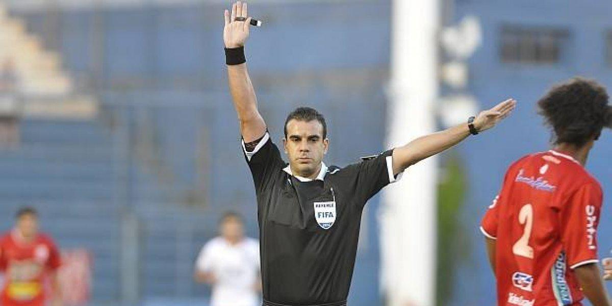 Escándalo en Uruguay: árbitro terminó el partido, se dio cuenta que faltaban cinco minutos e hizo regresar a los jugadores del camarín