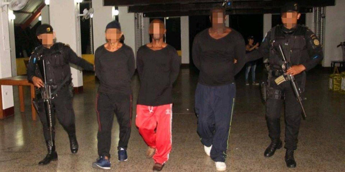 Incautan 967 paquetes de cocaína y capturan a 3 colombianos