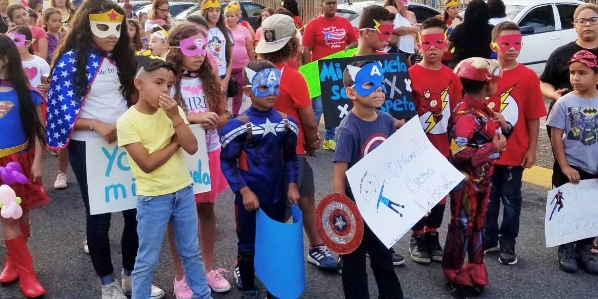 """""""Superhéroes"""" defienden su escuela en Cayey"""