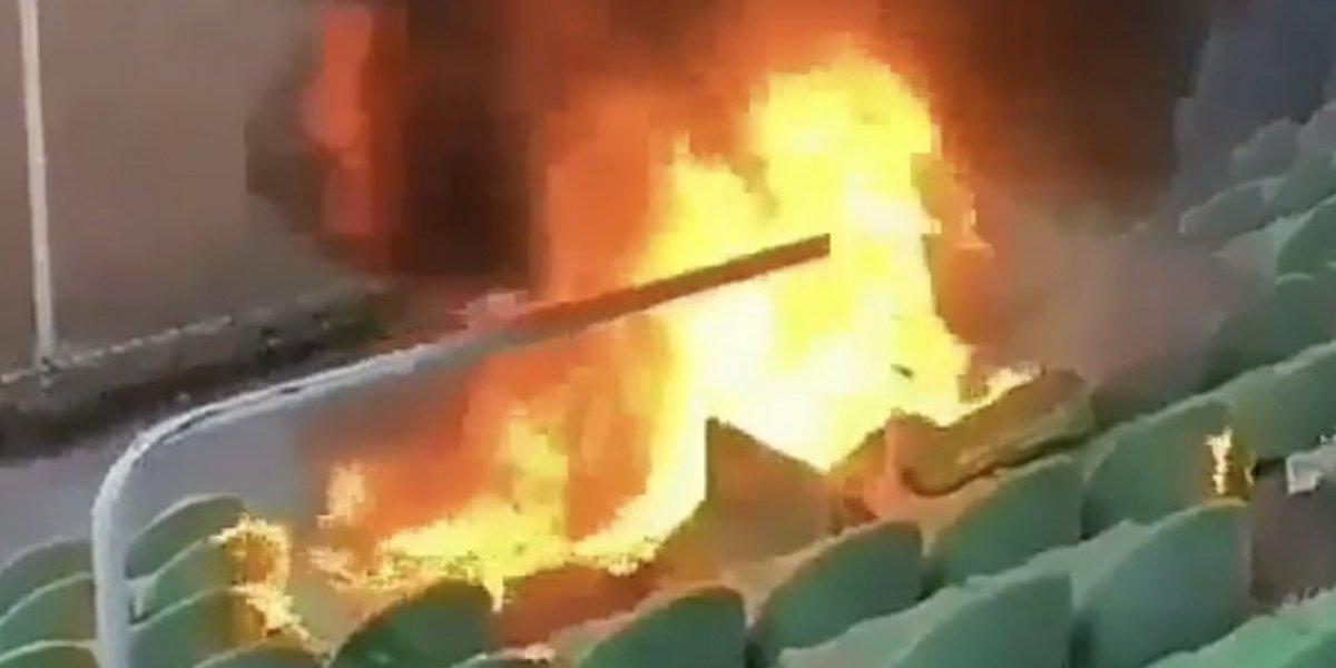 VIDEO: Aficionados de Turquía queman butacas de un estadio