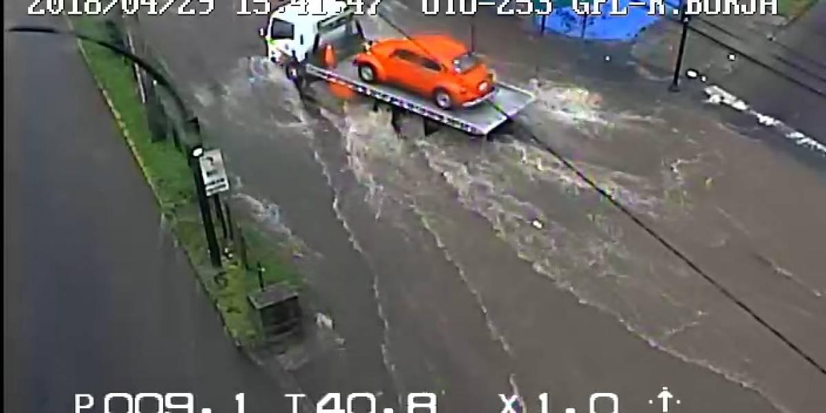 Quito: Colapsa alcantarillado en la avenida Galo Plaza Lasso por lluvia