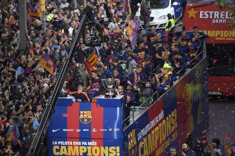 El paso de los campeones por las calles de Barcelona