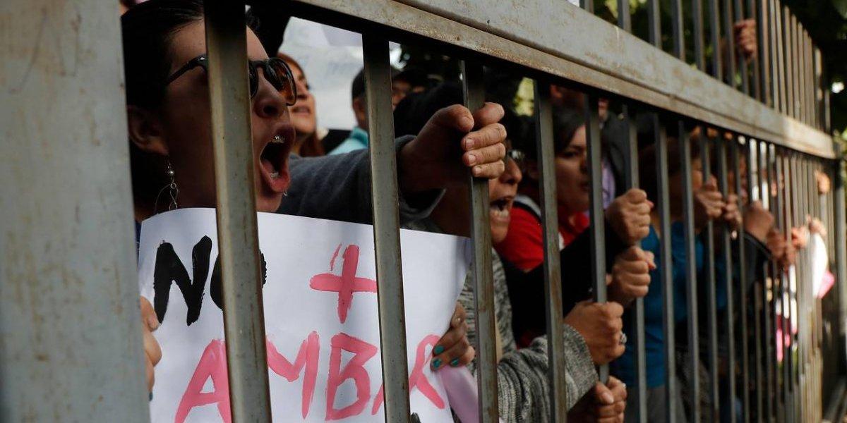 Los Andes: manifestantes desatan todo su enojo contra ministro de Justicia por caso de la pequeña Ámbar