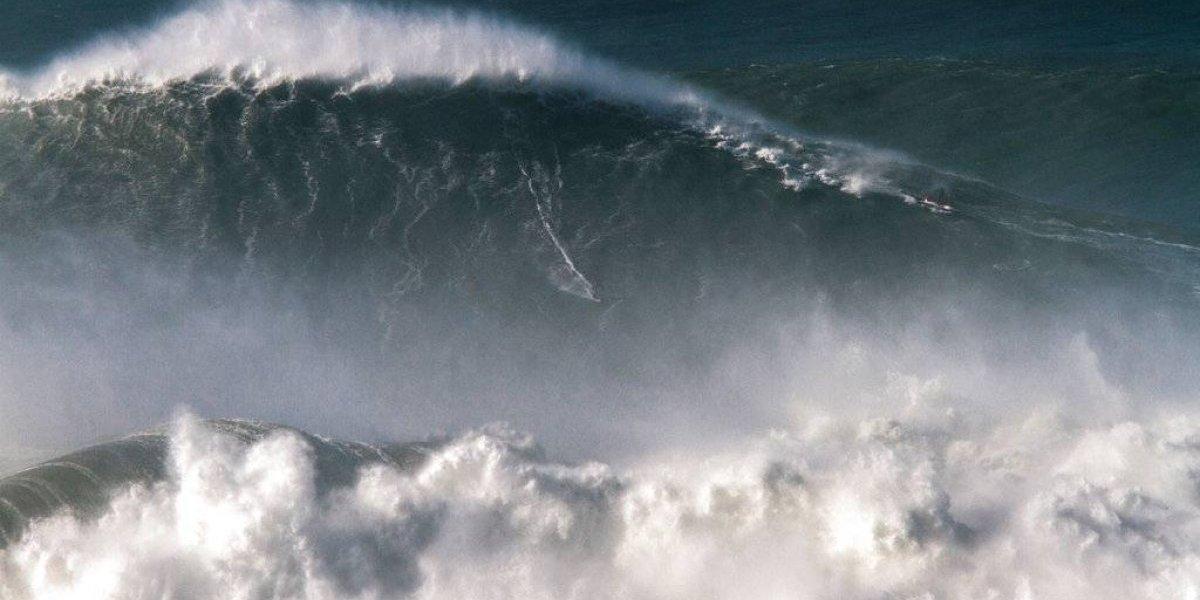 Brasileño impone récord al montar ola de 24,3 metros