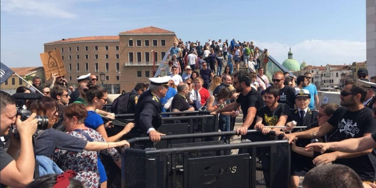 """Furia contra los turistas en Venecia: """"Nuestra ciudad no es un parque temático"""""""