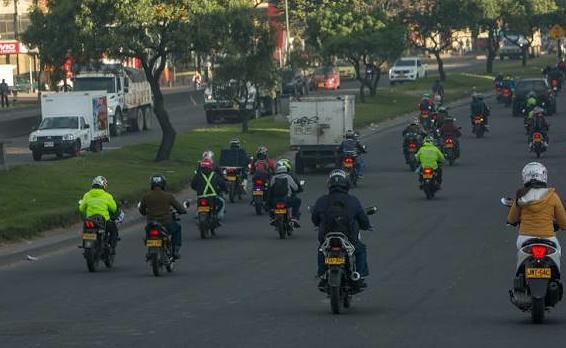 Desde hoy se levanta la restricción del parrillero en Bogotá