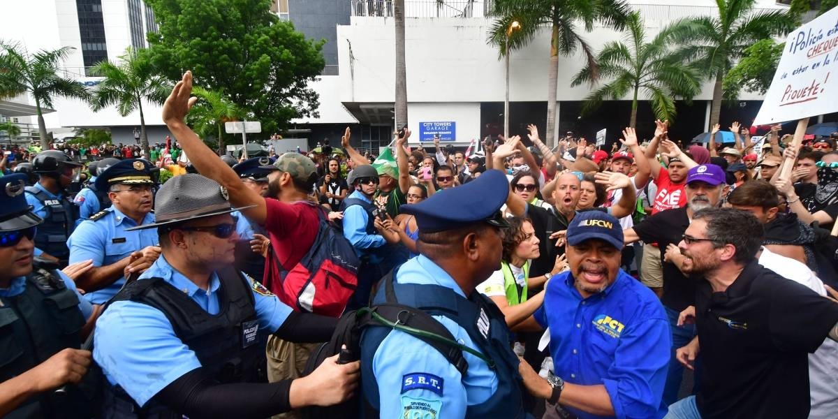 Policía revela lista de nombres de manifestantes arrestados