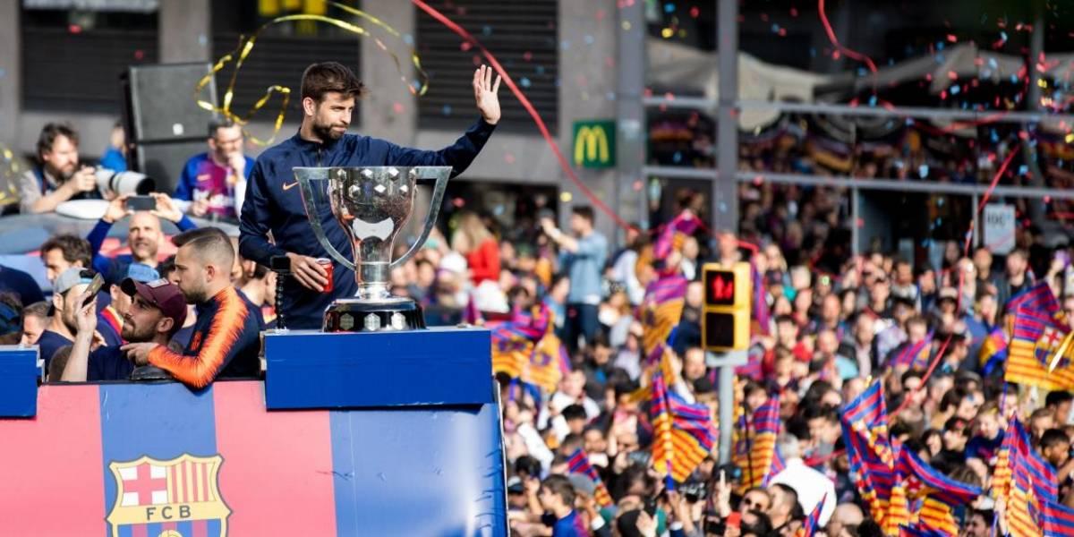 Jugadores del Barcelona celebran sus títulos de Liga y Copa del Rey