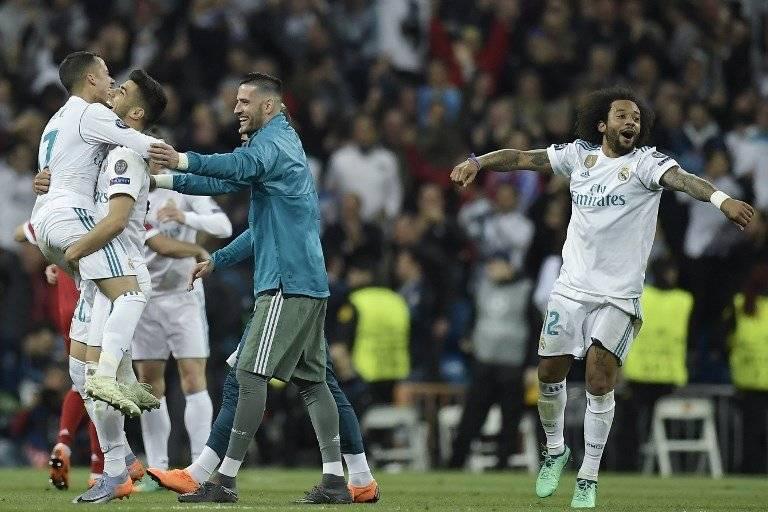 Los jugadores del Madrid celebran su clasificación