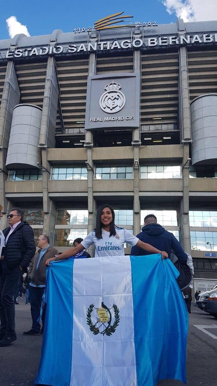 Martínez llegó con la bandera de Guatemala.