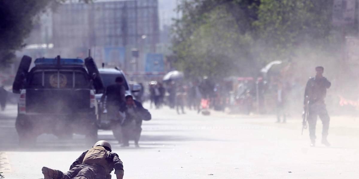"""Doble atentado suicida del """"Estado Islámico"""" deja al menos 25 muertos en Kabul"""