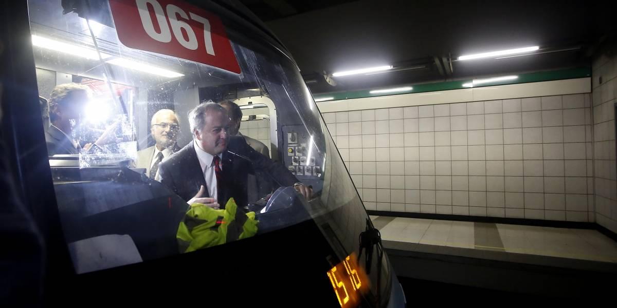 Mujer encaró al ministro del Trabajo arriba del Metro de Santiago