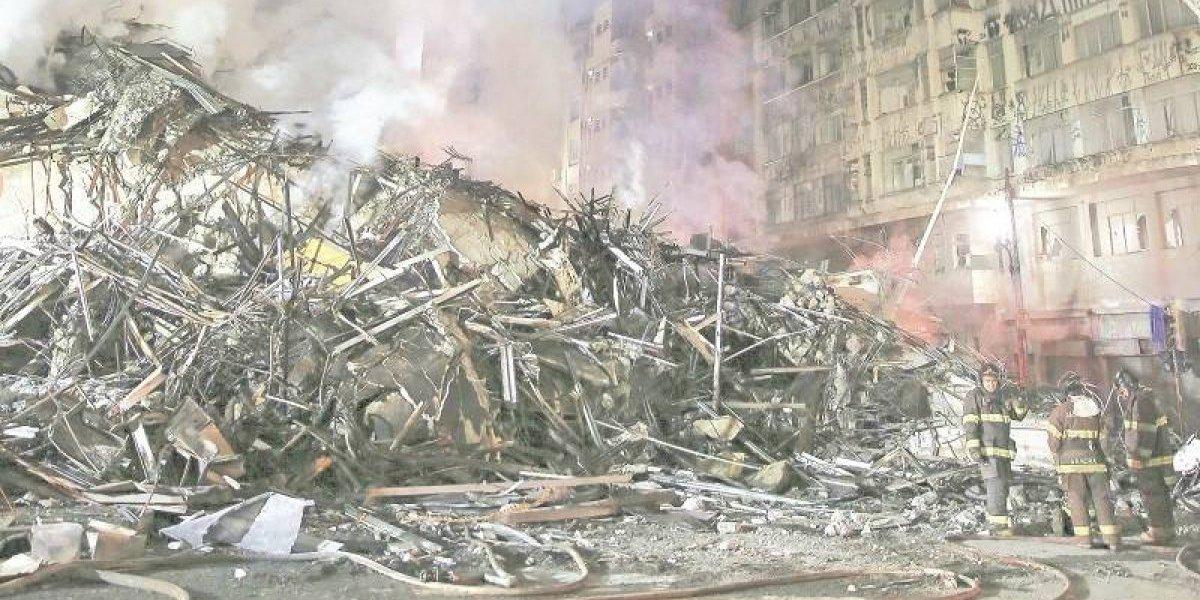 Edificio en llamas en Sao Paulo se derrumba