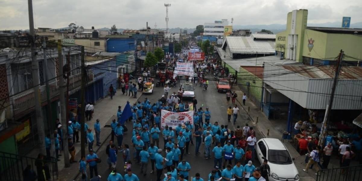 Con marcha en el Día del Trabajo, demandan mejores condiciones laborales