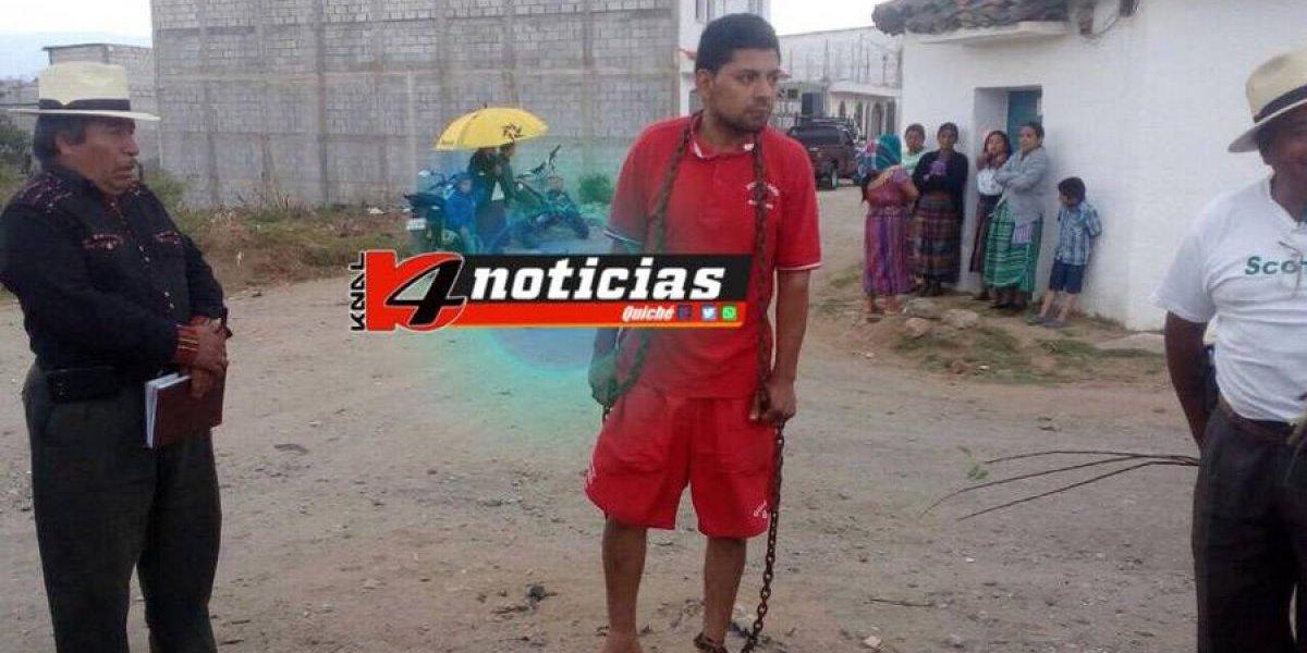 VIDEO. Aplican castigo maya a presunto ladrón en el parque de Santa Cruz del Quiché