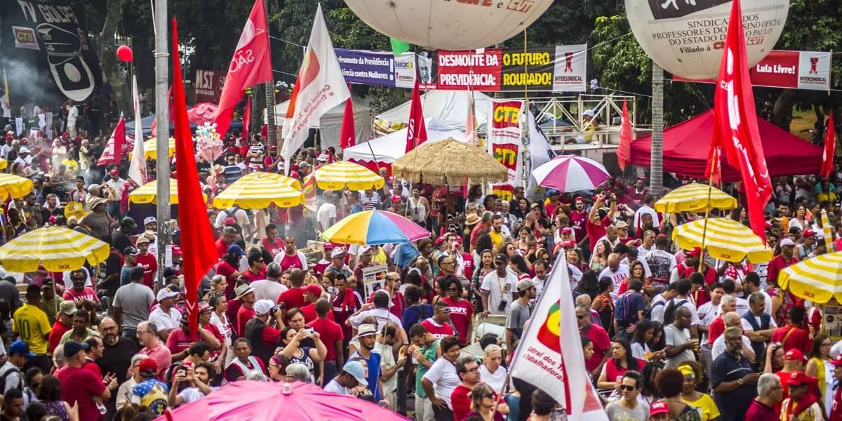 Ato de 1º de maio em SP é marcado por protestos contra prisão de Lula