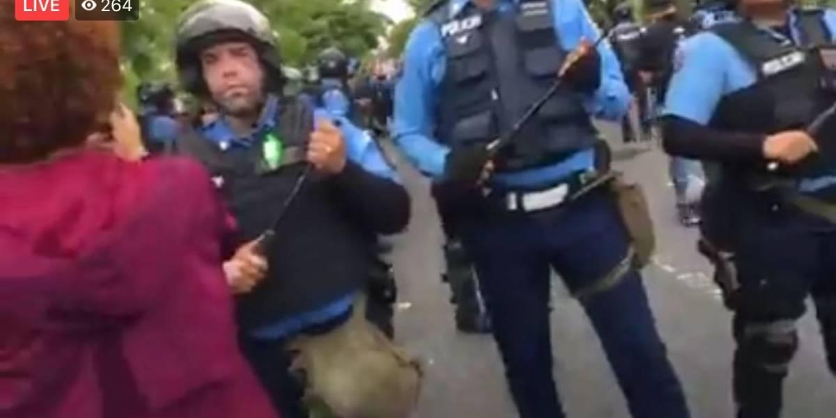 Periodista de Metro recibe macanazo en medio de cobertura