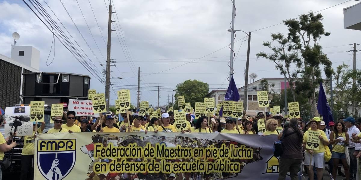 Convocan protesta a favor de los maestros transitorios