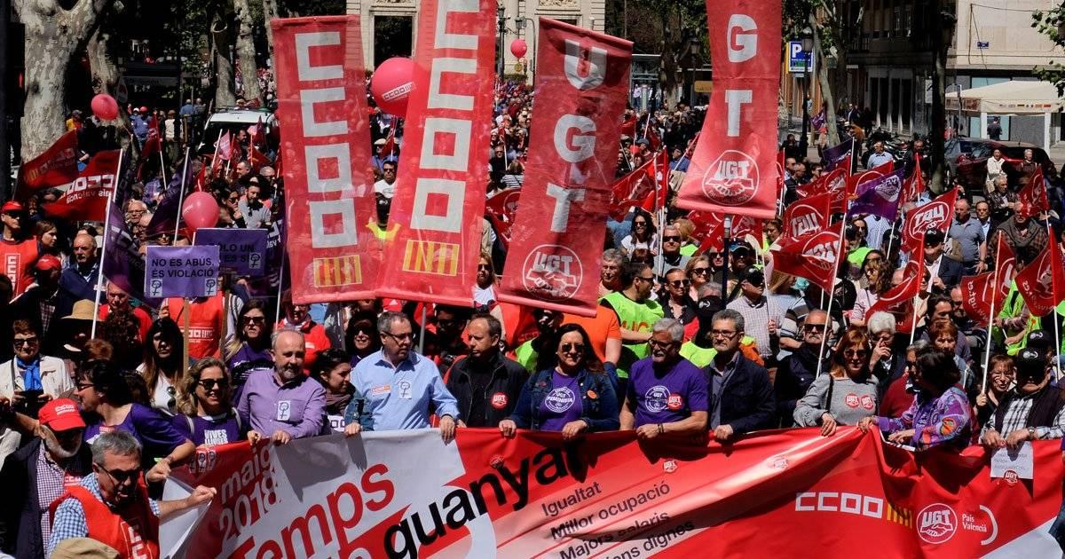 Centrais sindicais marcham pelas ruas de Valência, na Espanha REUTERS/Heino Kalis