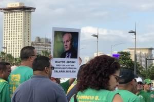 Desde tempranas horas de la mañana de hoy, 1 de mayo, manifestantes de diversas organizaciones comenzaron a llegar hasta el Puente Dos Hermanos en San Juan para marchar hacia el Capitolio de Puerto Rico, como parte de las protestas del Día Internacional d