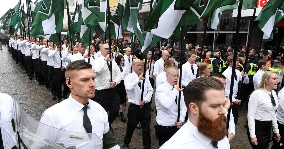 Na Suécia, grupo neonazista marcha pelas ruas da cidade de Ludvika Ulf Palm/TT News Agency/via REUTERS