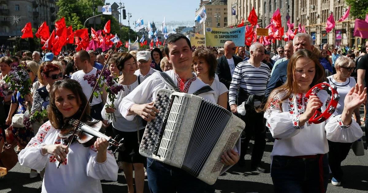 Na Ucrânia, a população tomou as ruas de Kiev REUTERS/Valentyn Ogirenko