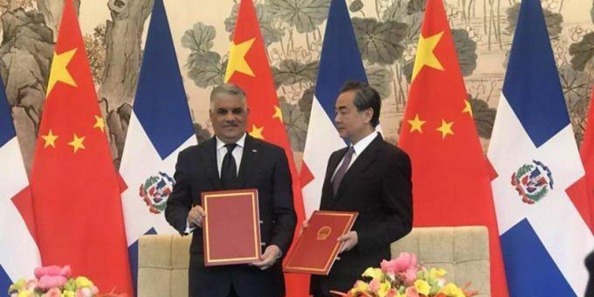 China rechaza que logró relaciones con R. Dominicana a cambio ayuda económica