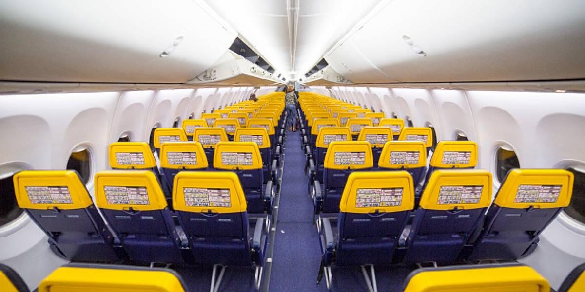 ¡Qué haces!: abrió la puerta del avión porque tenía calor