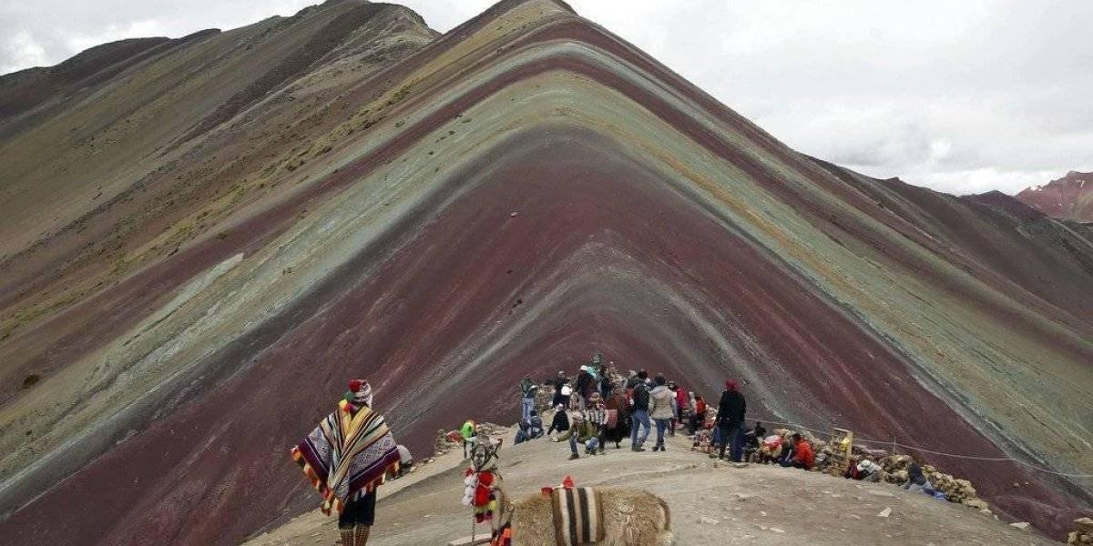 Montaña de Colores dispara turismo cerca de glaciar en Perú