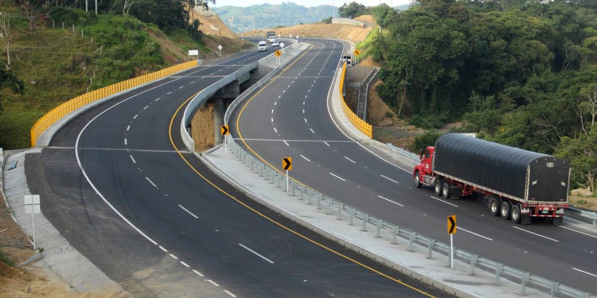 """Santos: """"las autopistas de Colombia no tienen nada que envidiarle a Suiza o Alemania"""""""