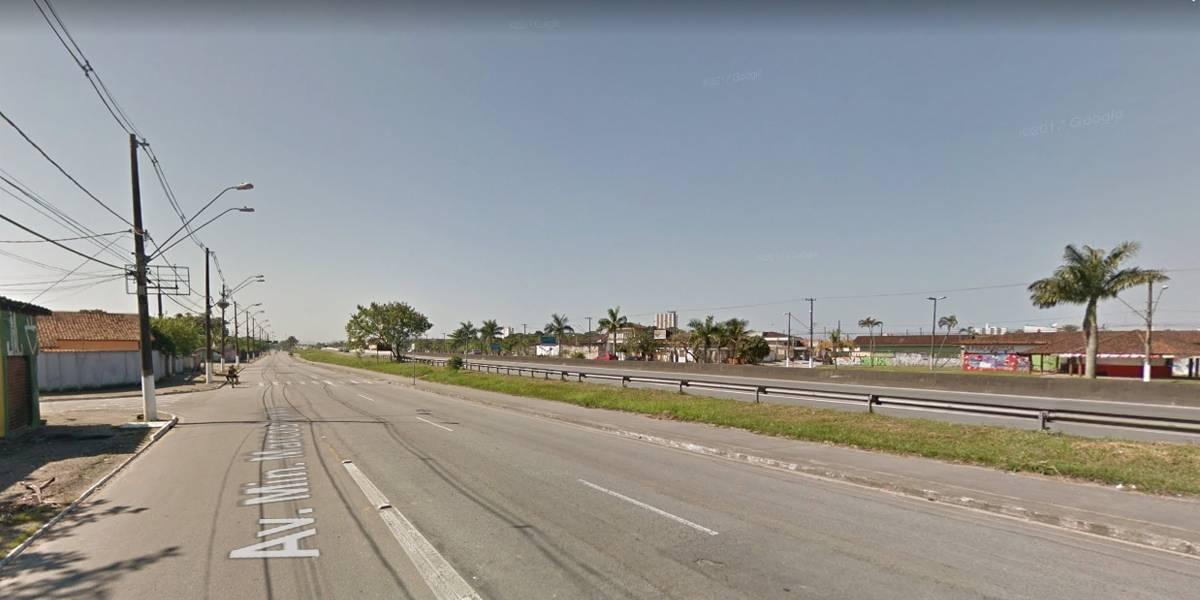 Jovem morre após motorista perder o controle de carro e bater em poste