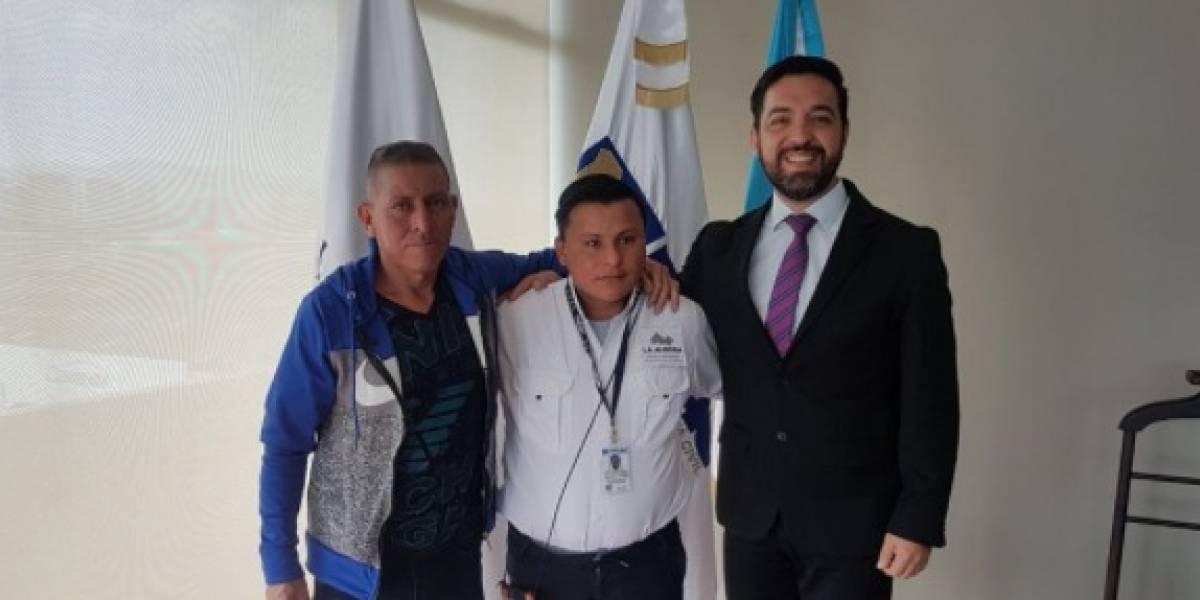 "Durante presentación oficial, políglota Pedro Perebal envía mensaje: ""No dejen de soñar"""