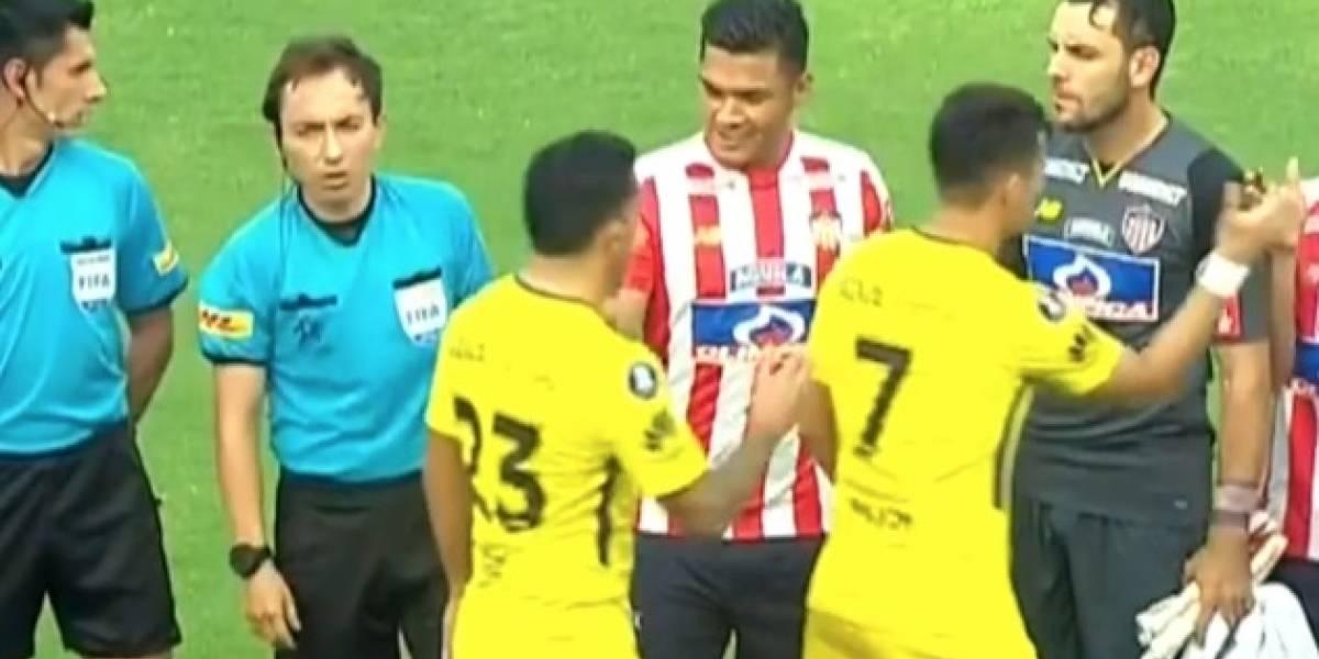 Ooooooosoooo: Tevez no saludó a Teo Gutiérrez en partido Junior-Boca en la Libertadores