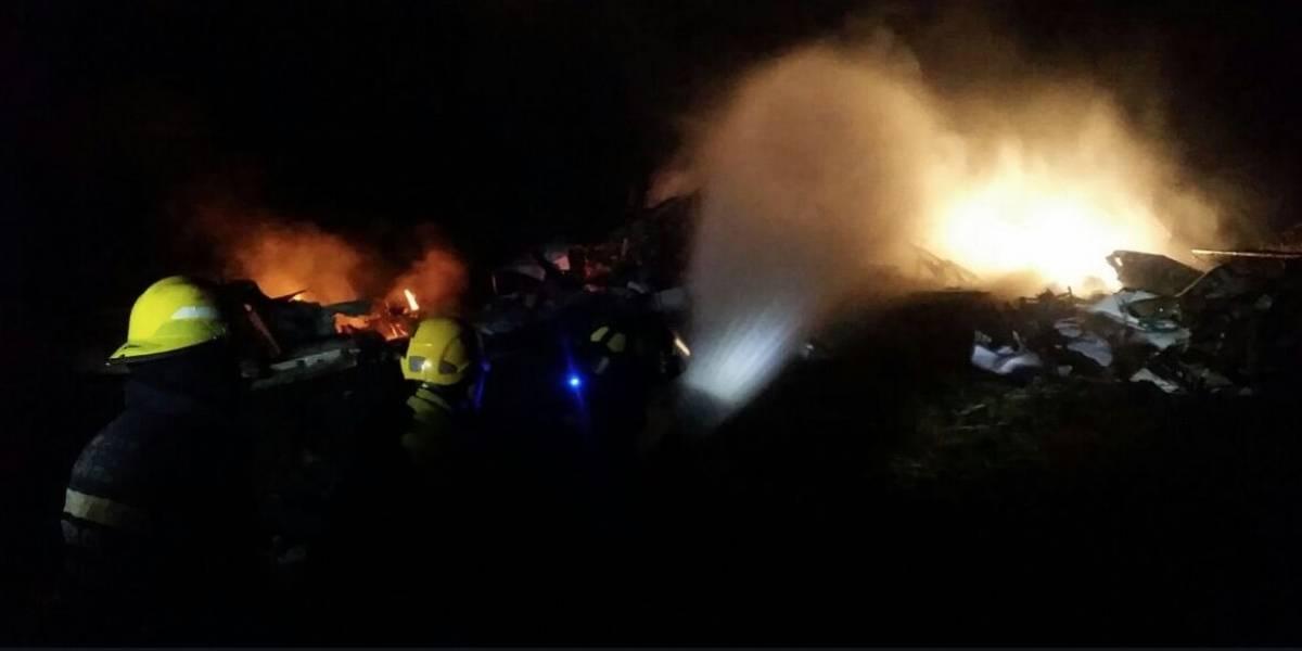 Mamá lanza a sus hijos desde cuarto piso en llamas y muere tras ver que estaban vivos