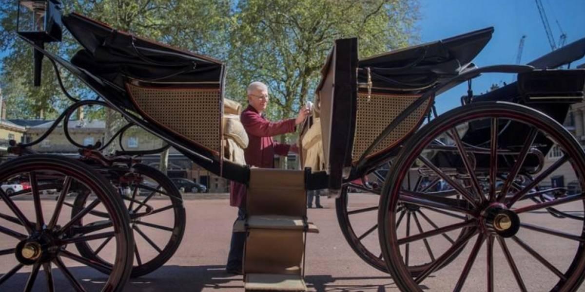Príncipe Harry e Meghan escolhem carruagem de casamento real