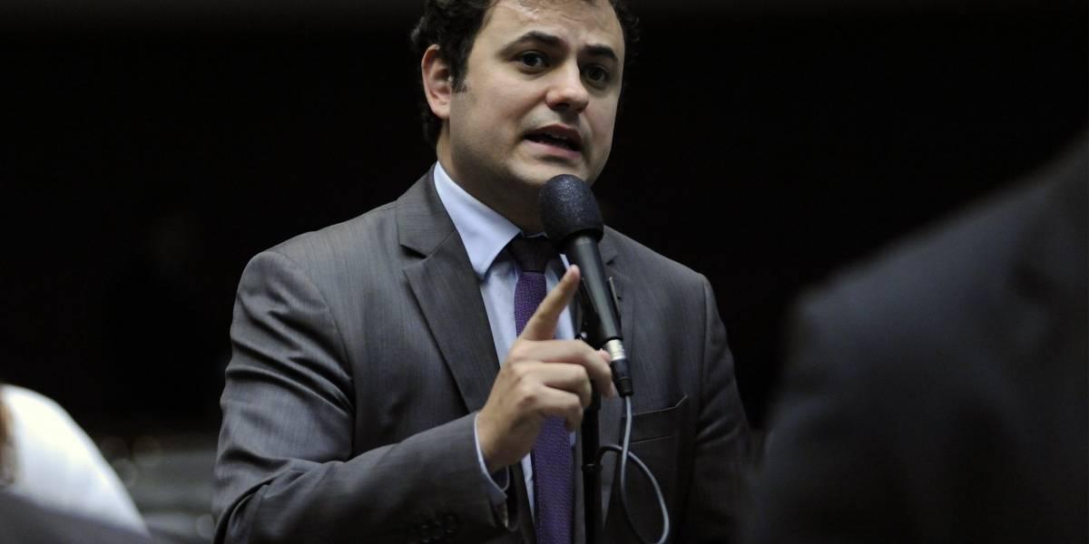Deputado quer que detentos que trabalhem na prisão ganhem salário mínimo